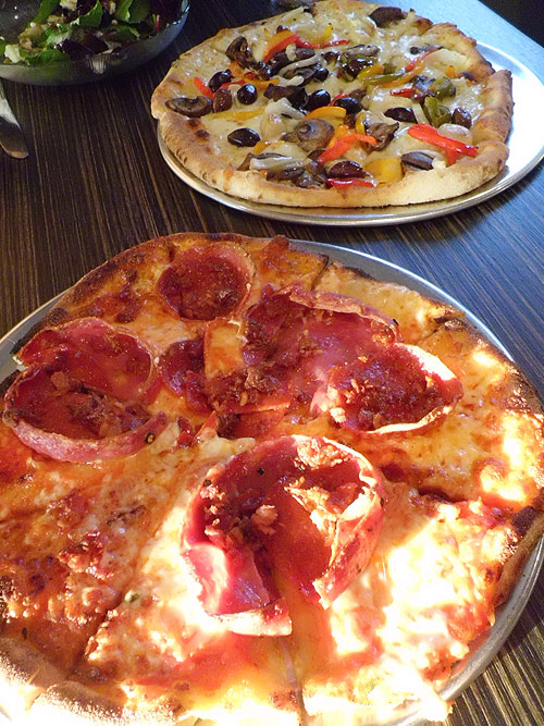 Pizzelii house salad, Vegi and Carni pizzas